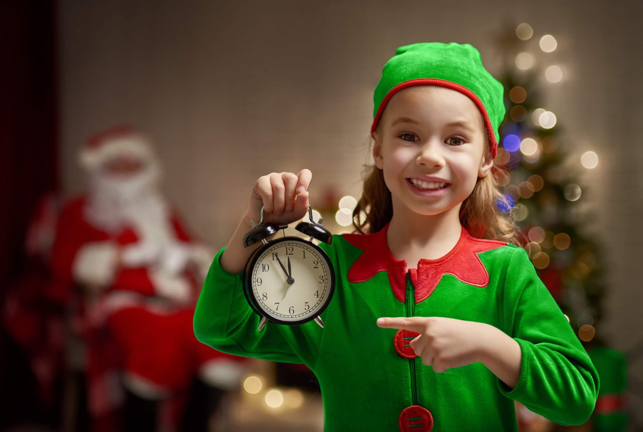 Elf counting down to christmas